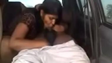 Punjabi hot girl ki car mai dhasu chudai ka desi porn