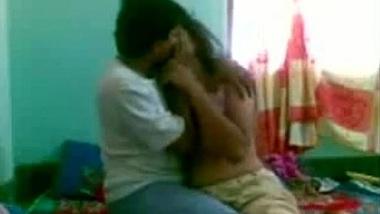 College girlfriend ke kuwari chut ki seal chudte hue phati