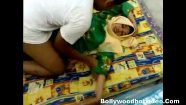 Muslim molvi ne Bihari kaamwali ko gaon me jam ke choda