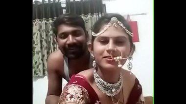 Suhagraat par nayi nabeli dulhan se kiss aur boobs suck sex