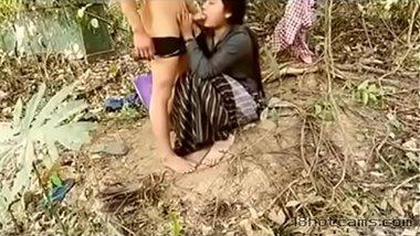 Village ke khet me desi girl aur kisaan ke sex ki real sex video