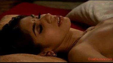 Sundar ladki se hot erotic sex ki kamasutra Indian adult film