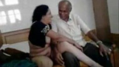 Aunty hot and wild in sex with Indian desi Boss