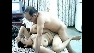 Budhe tharki boss aur office receptionist ki chudai xxx