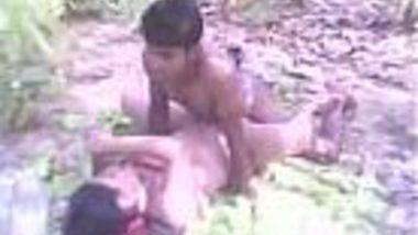 Bhai Bahan ne gaon ke jungle me jam kar chut chudai ki