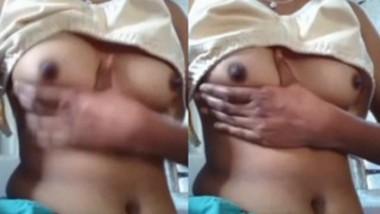 Desi Girl Pressing Own Boobs