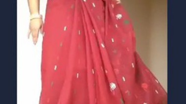 Sexy Bhabi Strip Her Saree and Showing Ass and Pussy