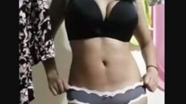 Super Sexy Tamil Girl Stripteasing And Showing