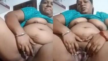 Pujnabi Bhabi Showing Nude Body (Updates)