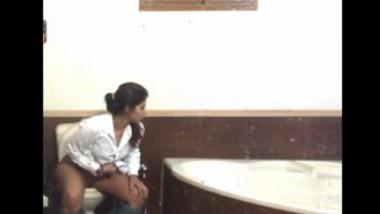 Desi girl caught peeing in bathroom mms