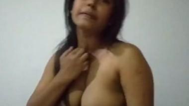 Desi big boob bhbai sucking husband cock