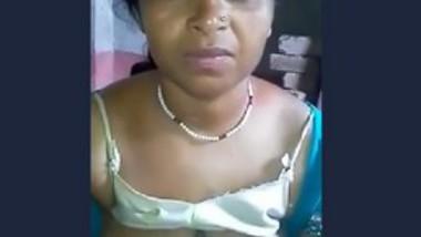 Desi bhabi show boob