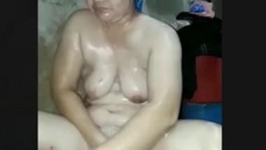 Cute Paki bhabi bathing