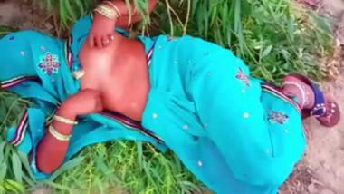 Desi village aunty show her nude body outdoor