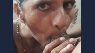 Indian desi aunty sucking