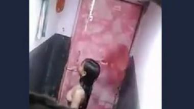 Desi cute girl bath hidden cam capture