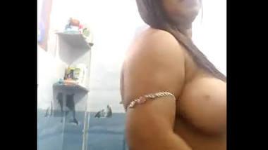 Desi bhbai show her boob nipple