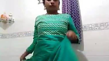 Chennai IT girl daisy horny with bananna in bathroom – part 2