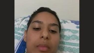 Srilanken teen girl fingering