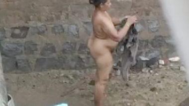 Desi village bbw aunty outdoor bath