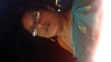 Mallu aunty showing her Boobs in auto