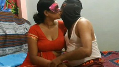 desi aunty blowjob and doggy fuck on saare.