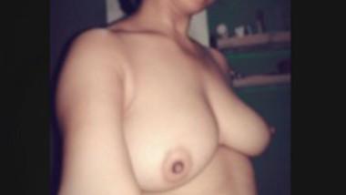 Horny Bhabi Pussy Fingering