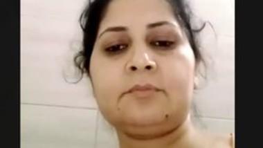 Bhabhi fingering
