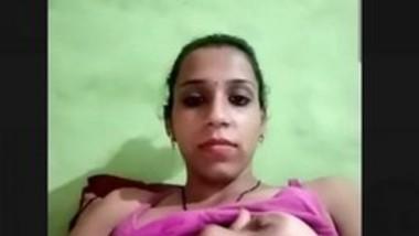 Bhabi Showing Her Big Boobs