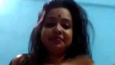Cute Indian beauty showing off her ass and fingering cunt