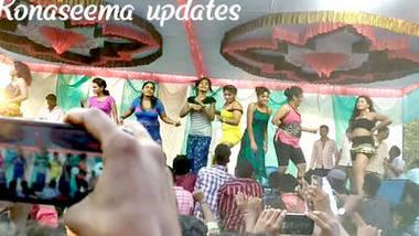 Desi hot girls group dance