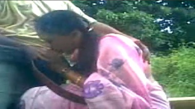 Orissa Aunty In Saree Outdoor Sex With Lover