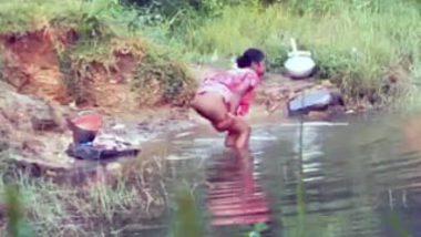 Desi village Bhabhi Aunty Washes Her Pussy Outdoor