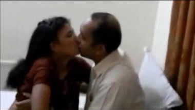 XXX porn of Bhabhi ready to be licked by Desi hubby in front of camera