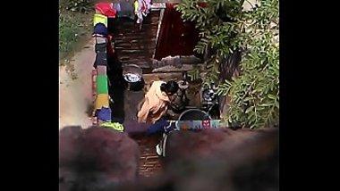 Desi bhabhi aunty hot & sexy on hidden cam bathing XXX private video