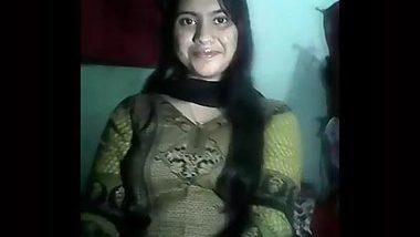 Amateur Desi XXX show of good-looking Indian girl in red panties