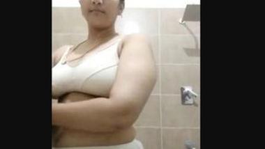 Dei cute aunty fingering pussy selfie video