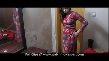 Indian married woman giving a pussy show