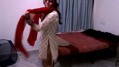 Indian masked Bhabhi is wild dancing XXX for Desi man with camera