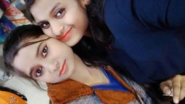 Desi cute girl mira show her sexy boobs