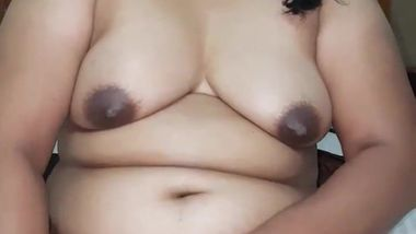 Dick hungry south Desi aunty dildoing with veggie XXX sex on video