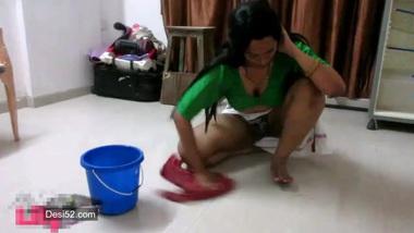 Indian flashes XXX fanny on camera washing floor in chudai sex poses