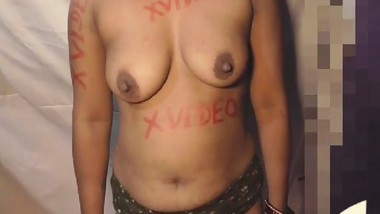 Desi bhabi show boob and fingering pussy