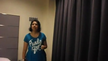 Indian desi aunty with boss in hotel XXX indian porn