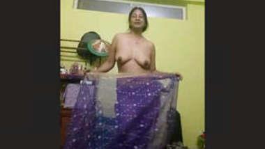 Sexy Desi Bhabhi Record Dance Video
