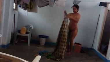 Desi52 XXX with hairy armpit aunty wears saree after bath