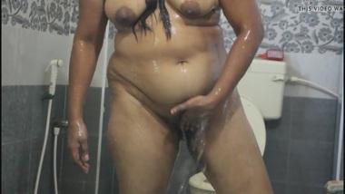 Desi Bhabhi XXX Aunty Fingering Her Hairy Pussy While In Shower