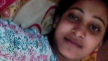 Indian girl with big eyes exposes her hairy XXX pussy in sex video