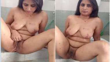 Chudai of Desi girl and XXX boyfriend always includes pissing