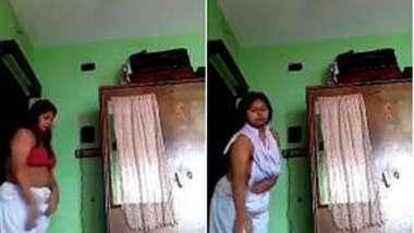 Man set camera in Desi girlfriend's room to film her XXX naked body